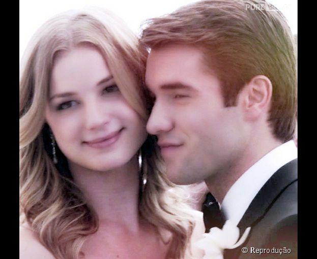 """Josh Bowman e Emily Irene VanCamp, de """"Revenge"""", vão vir ao Brasil para convenção de fãs da série"""