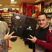 Jovem que pagou R$ 1,7 mil em foto de Xbox One ganha videogame de loja