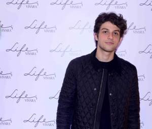 Chay Suede, é colega de elenco de Sophie Charlotte e também esteve presente no lançamento de nova linha joias, em São Paulo