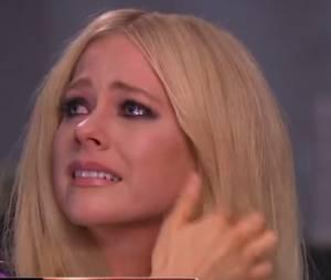 Avril Lavigne chora ao falar de doença em programa de TV