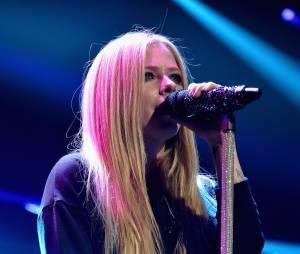 Cantora Avril Lavigne se emociona ao falar dedoença de Lyme