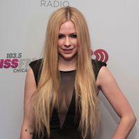 Avril Lavigne chora ao relembrar a doença de Lyme em programa de TV