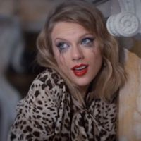 "Taylor Swift alcança 1 bilhão de views com ""Blank Space"" no VEVO"