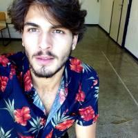 """Brenno Leone, da nova """"Malhação"""", comemora relacionamento com os fãs pela internet: """"Leio tudo!"""""""