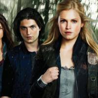 """""""The 100"""" e """"Star-Crossed"""" são as duas promessas para 2014 do canal CW!"""