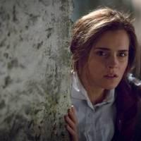 """Emma Watson, de """"Harry Potter"""", parece se esconder em novas imagens de drama alemão"""