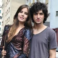 """Novela """"Verdades Secretas"""": Guilherme tem ataque de ciúmes de Angel (Camila Queiroz) com Alex"""