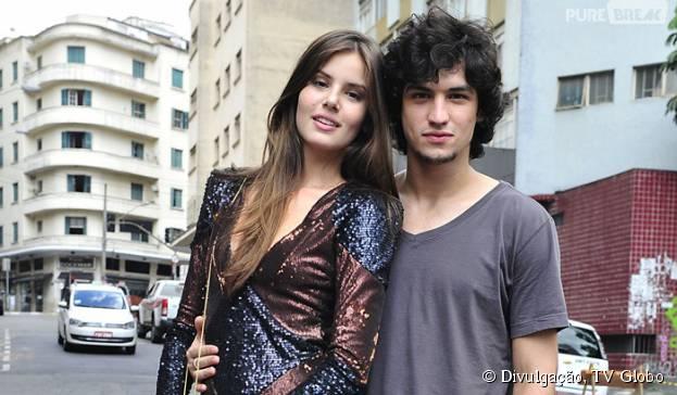 """Guilherme (Gabriel Leone) diz que Alex (Rodrigo Lombardi) é obcecado por Angel (Camila Queiroz) em """"Verdades Secretas"""""""