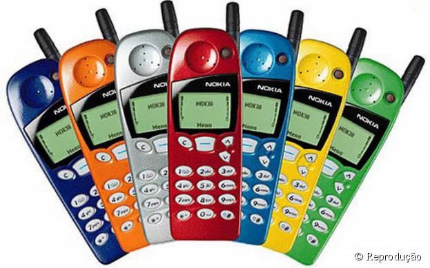 Nokia tentou fazer moda quando esses super coloridos. Na época conseguiu hein...