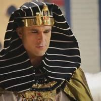 """Novela """"Os Dez Mandamentos"""": Ramsés (Sérgio Marone) desafia Deus durante encontro com Móises!"""