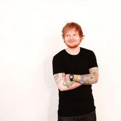 Ed Sheeran aparece sem camisa no Instagram ao curtir semana de folga com amigos