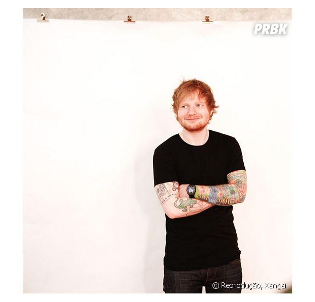 Ed Sheeran tira a camisa em foto publicada no Instagram