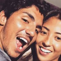 """Gabriel Medina se declara para a namorada nas redes sociais e fãs shippam: """"Melhor casal"""""""