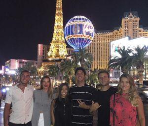 Gabriel Medina e alguns amigos íntimos em Las Vegas, depois da etapa de Trestles na Califórnia