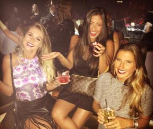 Tayna Hanada, namorada de Gabriel Medina, curtindo a noite de Las Vegas com as amigas