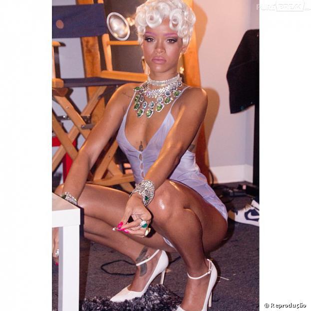 """Rihanna usou sua conta no Instagram para divulgar algumas imagens do clipe """"Pour It Up"""""""