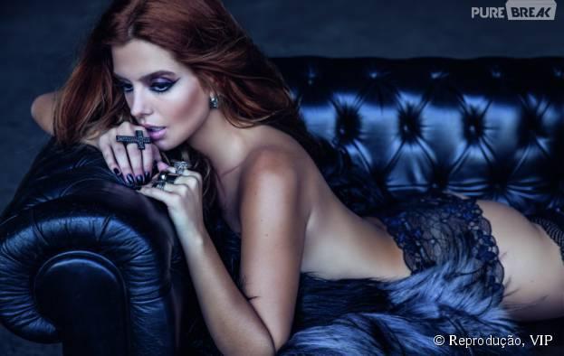 Giovanna Lancellotti mostrou na revista VIP que só tem cara de menininha.Veja outras famosas de topless em capas de revista!