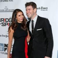 Nina Dobrev e Austin Stowell aparecem pela primeira vez num tapete vermelho após assumirem namoro
