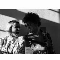 """Bruna Linzmeyer, de """"A Regra do Jogo"""", comenta amizade com Johnny Massaro: """"É meu irmão"""""""