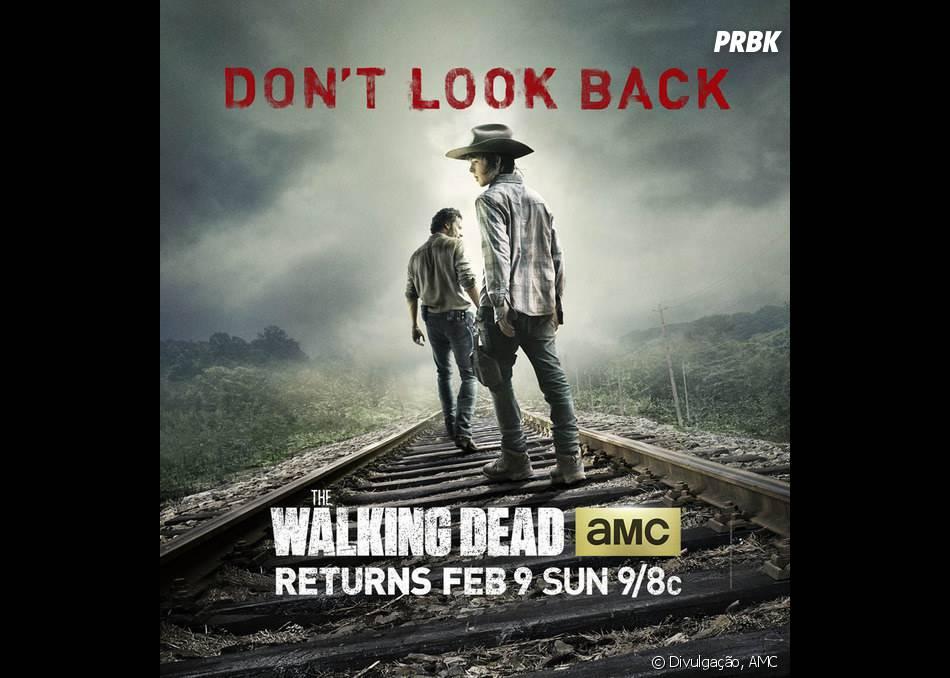 """O novo poster de """"The Walking Dead"""" traz Carl (Chandler Riggs) e Rick (Andrew Lincoln) em destaque e os dizeres 'Não olhe para trás'!"""