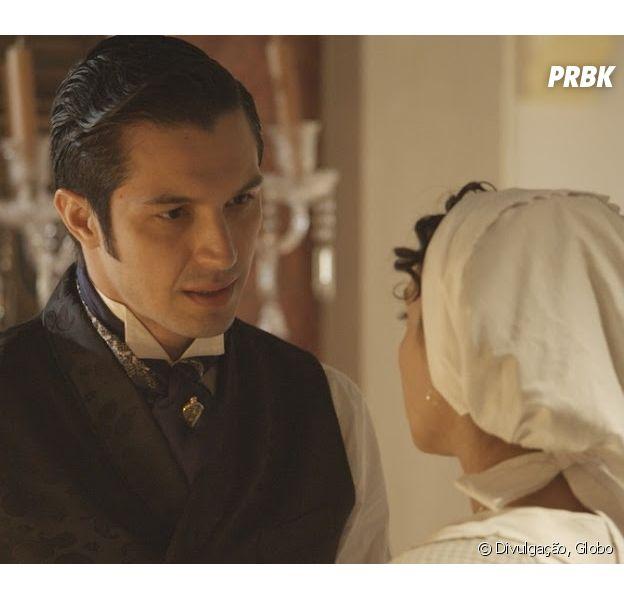 """Em """"Além do Tempo"""": Anita (Letícia Persiles) não gosta de Roberto (Rômulo Estrela) logo de cara!"""