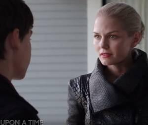 """Em """"Once Upon a Time"""": na 5ª temporada, será que Gold consegue tirar a Excalibur da pedra?"""