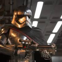 """De """"Star Wars VII"""": feminismo no filme? Gwendoline Christie elogia primeira vilã da franquia!"""