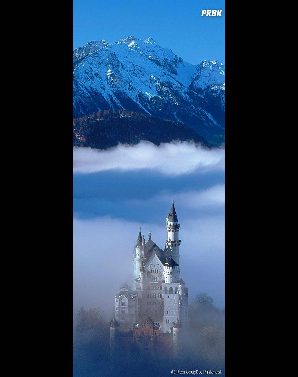 """E esse é o castelo deNeuschwanstein, que fica na Alemanha e serviu de inspiração para a animação de """"A Bela Adormecida"""""""