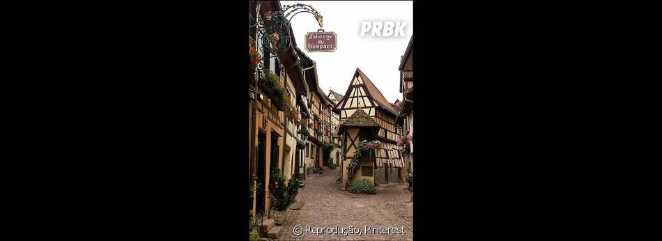 """E essa é a cidade de Alsace, na França. Percebe alguma semelhança com a cidade de """"A Bela e a Fera""""?"""