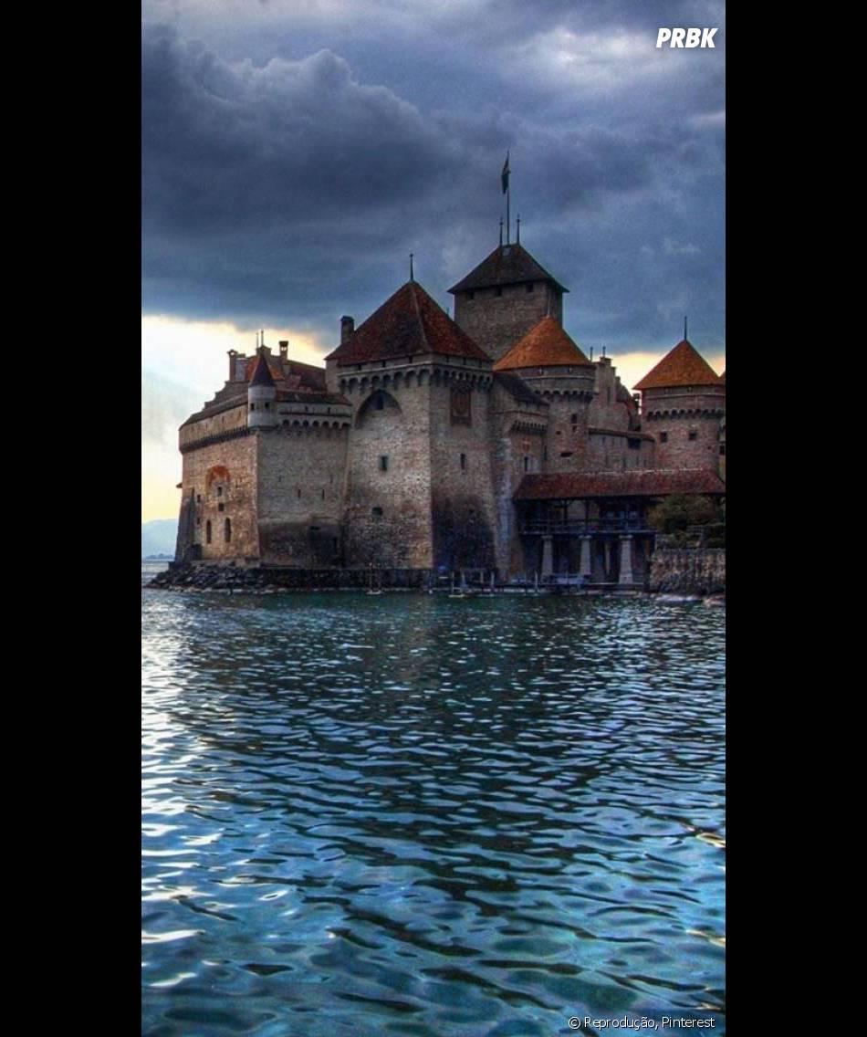 """Você pode visitar um castelo igual ao de """"A Pequena Sereia"""" na Suíça"""