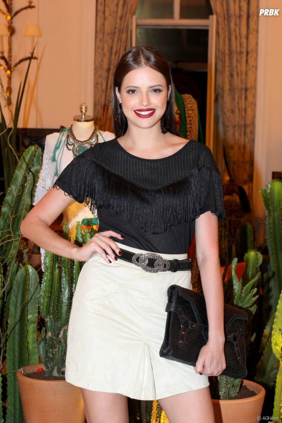 Agatha Moreira se prepara para ser musa da Vila Isabel no Carnaval do Rio de Janeiro em 2016