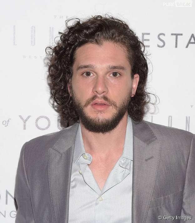 """Kit Harigton, o Jon Snow de """"Game of Thrones"""", arrasa por onde passa!"""