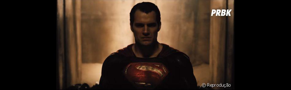 "Henry Cavill interpreta o Superman, em ""Batman Vs Superman: A Origem da Justiça"""