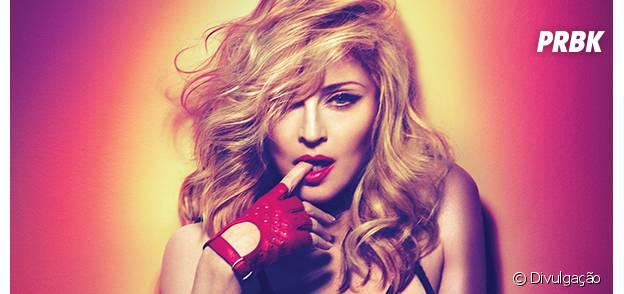 """Madonna no clipe da música """"Living For Love"""""""