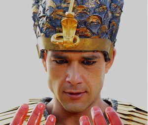 """Em """"Os Dez Mandamentos"""": Ramsés (Sérgio Marone) fez várias maldades e enfrentou as dez pragas!"""