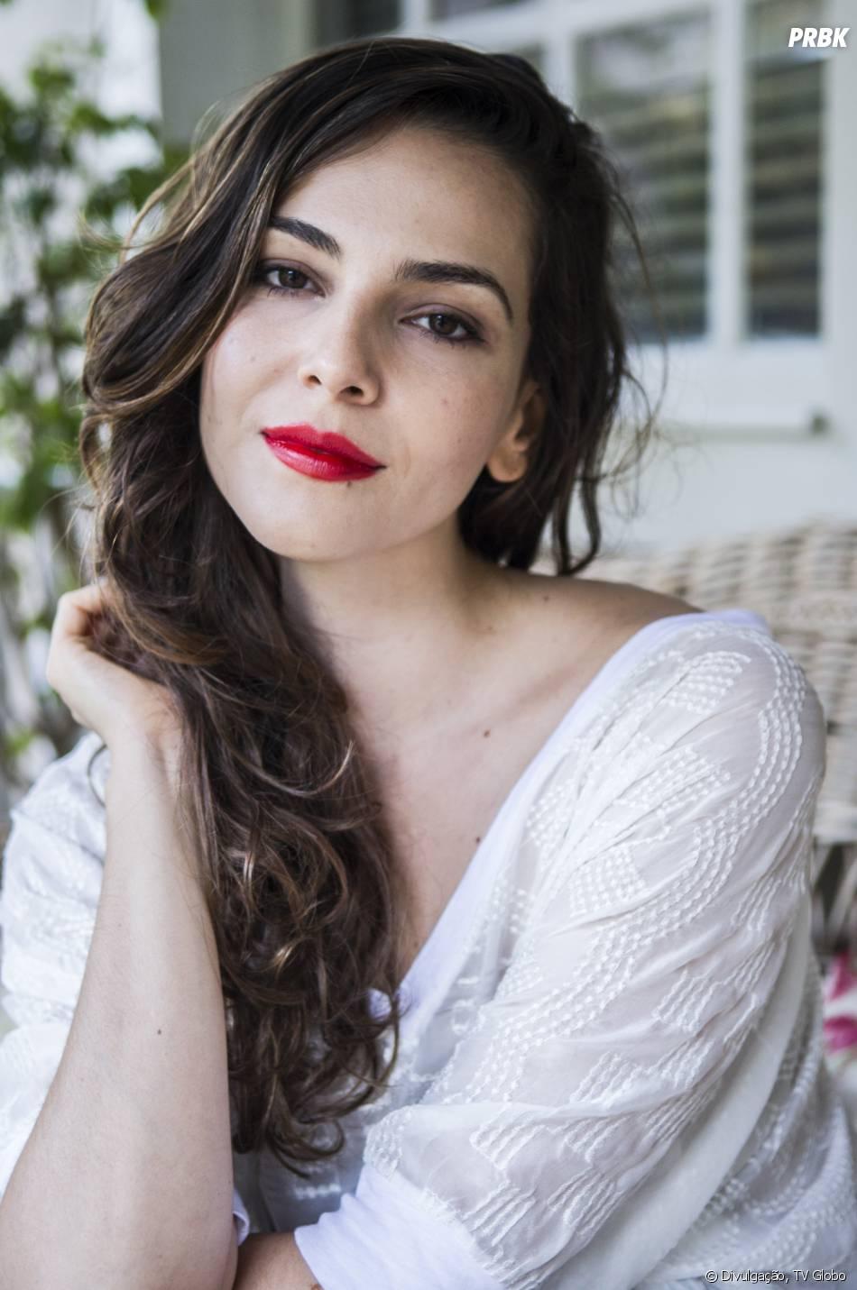 "Marina (Tainá Müller) é o interesse romântico de Clara (Giovanna Antonelli) na novela ""Em Família"""