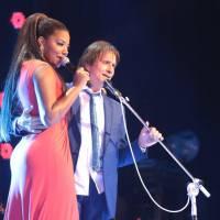 Ludmilla e Roberto Carlos cantam juntos na Globo e ela comenta polêmica do vestido na apresentação