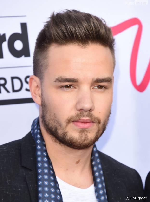 Liam Payne, do One Direction, causa no Instagram após postar foto exibindo tanquinho! Cantor revela que ganhou peso na ceia de Natal