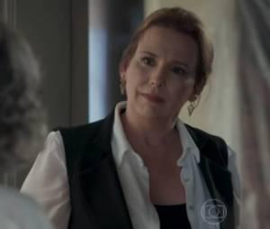 """Em """"Além do Tempo"""", Emília (Ana Beatriz Nogueira) descobre a verdade sobre Vitória (Irene Ravache), mas sofre um acidente de carro e fica entre a vida e a morte!"""