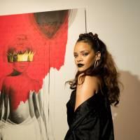 """Rihanna vai lançar o """"ANTI""""? Cantora publica foto ouvindo o novo CD no Twitter e fãs surtam!"""