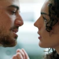 """Novela """"Malhação"""": Samurai (Felipe Titto) beija Ciça à força e Rodrigo chega bem na hora!"""