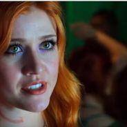 """Em """"Shadowhunters"""": na 1ª temporada, Magnus Bane vira alvo para solucionar problema de Clary!"""
