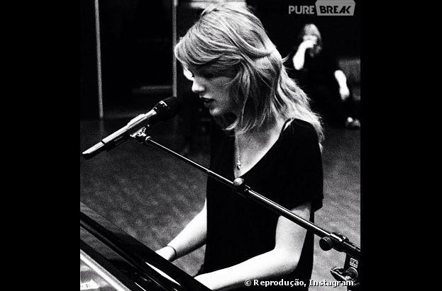 """Taylor Swift mostrou que se apresentará no piano no """"Grammy Awards 2014""""!"""