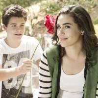 """Lívian Aragão, de """"Malhação"""", comenta primeiro beijo na TV, com Gabriel Kaufmann: """"Foi estranho"""""""