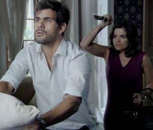 """Ninho (Juliano Cazarré) será preso depois de se recuperar das facadas de Aline (Vanessa Giácomo) em""""Amor à Vida"""""""