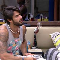"""No """"BBB16"""": Renan descarta romance com Juliana dentro da casa: """"Considero como amiga"""""""