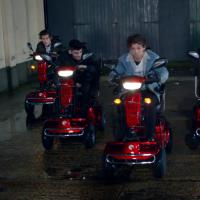 "One Direction aparece brincalhão no clipe de ""Midnight Memories"""