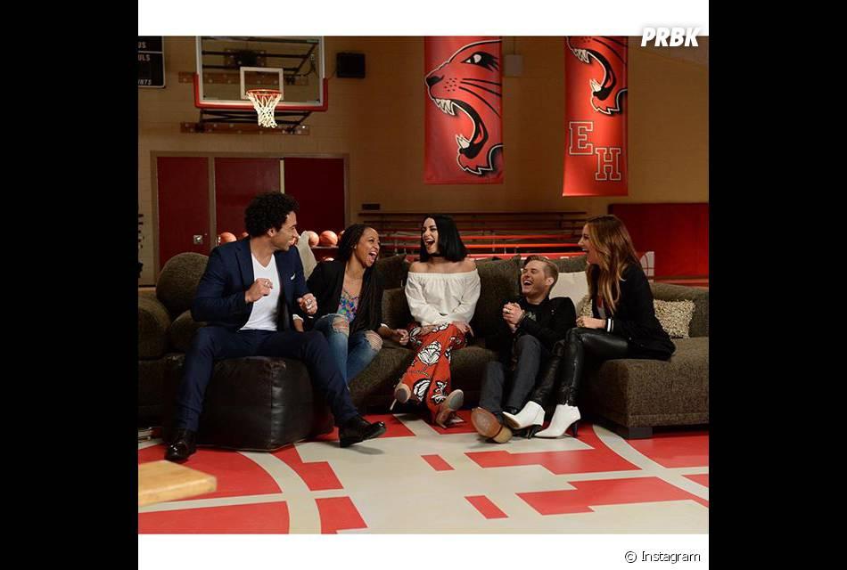 """Sem Zac Efron, elenco de """"High School Musical"""" se reuniu para comemorar 10 anos do filme"""