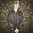 """Justin Bieber tem muito o que comemorar! Após completar 22 anos, cantor ganhou presente dos fãs e vídeo da música """"Sorry"""" é mais um a alcançar 1 bilhões de visualizações"""