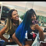 """Ludmilla pinta o cabelo de azul e posta foto da transformação no Instagram: """"Foi dia de mudar"""""""